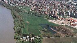 Dunakeszi - v tomto maďarském městě se natáčelo porno v šatně fotbalistů.