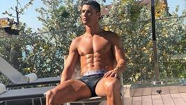 Ronaldo se na sociálních sítích umí prodat...