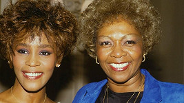 Whitney Houston s maminkou Cissy Houston.