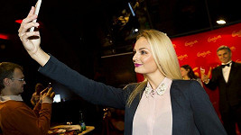 Fajksová si musela s voskovým Clooneym udělat selfie.