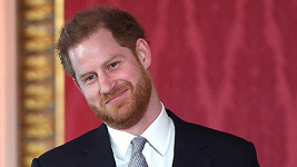Princ Harry se objevil ve společnosti.