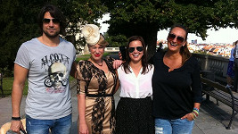 Patricie Solaříková a její tým: Fotograf Daniel Zahrádka, kolegyně Aneta Krejčíková a vizážistka Claudie Marčeková