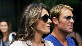 Liz Hurley a Shane Warne.