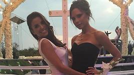 Svatební šaty pri Evu Longoriu navrhla Victoria Beckham.