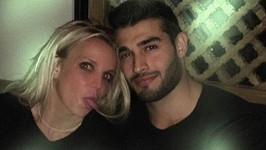 Britney už nový vztah netají, pochlubila se i společnou fotkou.