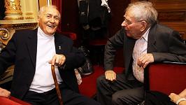 Loni na oslavě výročí Slávie Standa Procházka starší sršel elánem a povídal si s Janem Skopečkem.
