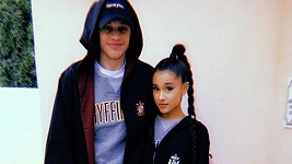 Ariana Grande randí s hercem Petem Davidsonem