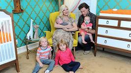 Manželé mají čtyři děti, ale luxusní životní styl už si nemohou dovolit.