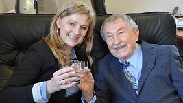 Rajko Doleček je i v 88 letech štramák a stále pracuje. Třeba s Monikou Žídkovou.