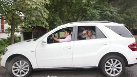 Michalu Hrdličkovi rodiče prý za trest za opuštění Borhyové zabavili auťák!