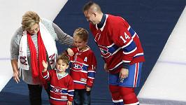 Tomáš Plekanec se obklopil maminkou a syny.