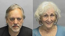 Jednasedmdesátiletá Rita Daniels (vpravo) sbalila v baru o 17 let mladšího Tima Adamse. Policisté je načapali při souloži na zadním sedadle auta.
