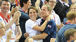 William a Kate září radostí, britský mužský cyklistický tým právě získal zlato.