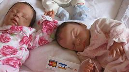 "Realistické panenky ""Reborn Babies"" se staly hitem v USA a Velké Británii."