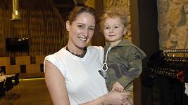 Na Čapí hnízdo vzala návrhářka kromě deseti večerních rób i prvorozeného syna Roberta.