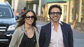 Robert Downey Jr. s manželkou.