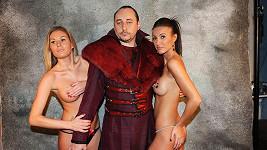 Marián Vojtko se fotil se svlečenými kráskami.