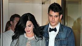 Katy Perry a John Mayer na archivním snímku.