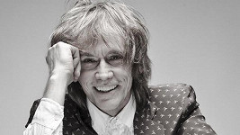 Pro Debbie napsala píseň i rock'n'rollová legenda, Čechoameričan Ivan Král, který si s ní zazpíval na novém albu duet How Can I Resist You.