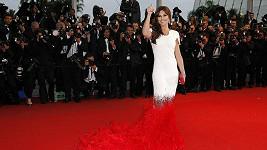 Cheryl přišla o nohy, stylista by měl přijít o hlavu.