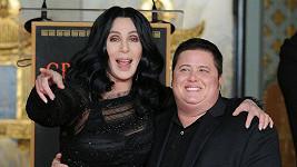 Cher se synem Chazem Bonem.