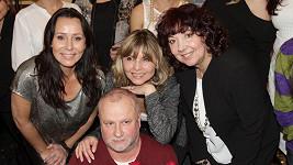 Zprava Eva Hurychová, Petra Zámečníková a Heidi Janků s Liborem Petrů