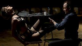 Jessica Boone a Guy Roberts ve hře Venus in Fur