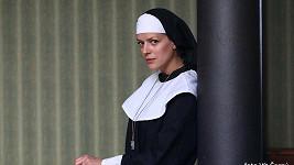 Poznáte krásnou herečku v roli řádové sestry?