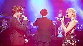 Milan Peroutka a Anna Slováčková zpívají muzikálové písně včetně duetů