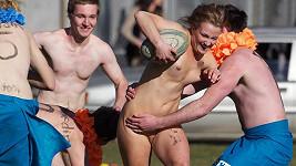 Mezi nahými sportovci si zahrála i 21letá Rachel Scott.