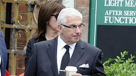 Mitch na pohřbu své dcery Amy Winehouse.