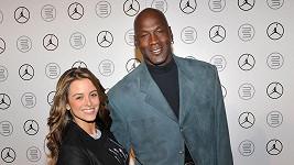 Téměř dvoumetrová legenda basketbalu a jeho Yvette Prieto.