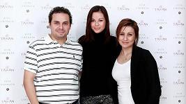 Zpěvačka s tatínkem Josefem a maminkou Monikou.