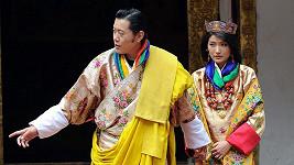 Král Džigme Khesar Namgjel Vangčuk a jeho půvabná žena Džetsun Pema.