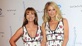 Jane Seymour a Paris Hilton se sešly na módní akci s charitativním podtextem.