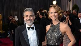 Stacy Keibler a George Clooney na archivním snímku.