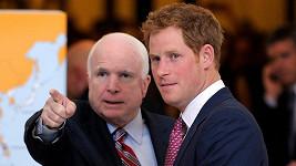 O John McCain se divil, kolik nápadnic se vyrojilo.