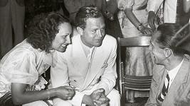 Osudové setkání české herečky a německého ministra se odehrálo v létě 1936 na párty po zakončení olympiády. Lída Baarová tehdy chodila s německých hercem Gustavem Fröhlichem.