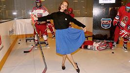 Krátkovlasá Miss je prý velká fanynka hokeje.