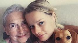 Helena s milovanou babičkou