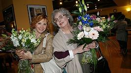 Kamila Magálová i Božidara Turzonovová dostaly květiny.