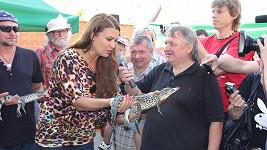 Mahulena popřála svému krokodýlkovi do vínku to nejlepší.