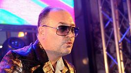 Michal David zahrál svoje největší pecky v brýlích.