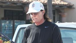 Bruce Jenner pár dní předtím, než podstoupil odstranění ohryzku.