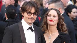 Seznámení Johnnyho Deppa a Vanessy Paradis bylo jako z filmu.