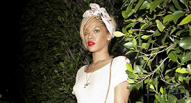 Rihanna byla viditelně zaskočená, když ji fotograf nachytal, jak vychází z domu Ashtona Kutchera.