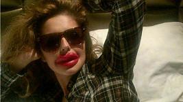 Cheryl Cole si ze sebe umí udělat legraci.