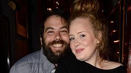 Zpěvačku Adele a jejího muže Simona čeká rozvod.