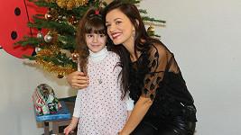 Jitka přinesla dárky dětem v azylovém domě.
