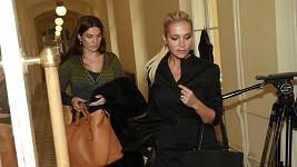 Dara u soudu, který jí přikázal finančně odškodnit pozůstalé. To však neudělala.